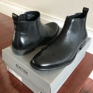 New Kenneth Cole Chelsea boots black with box